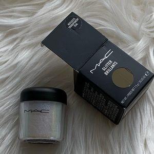 BNWB Mac reflects teal glitter pigment